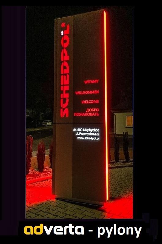 Pylony reklamowe nocą - najlepsza forma reklamy 3d przy drodze.