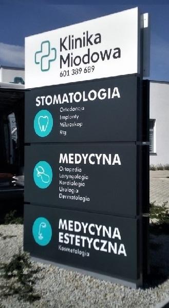 Pylony reklamowe Poznań Klinika Miodowa Poznań